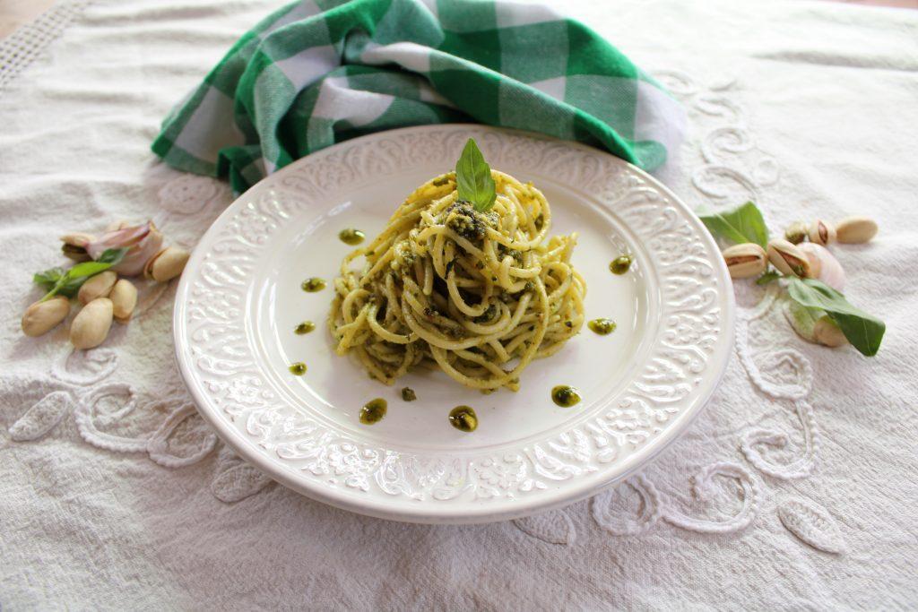 espaguetis con pesto de pistacho